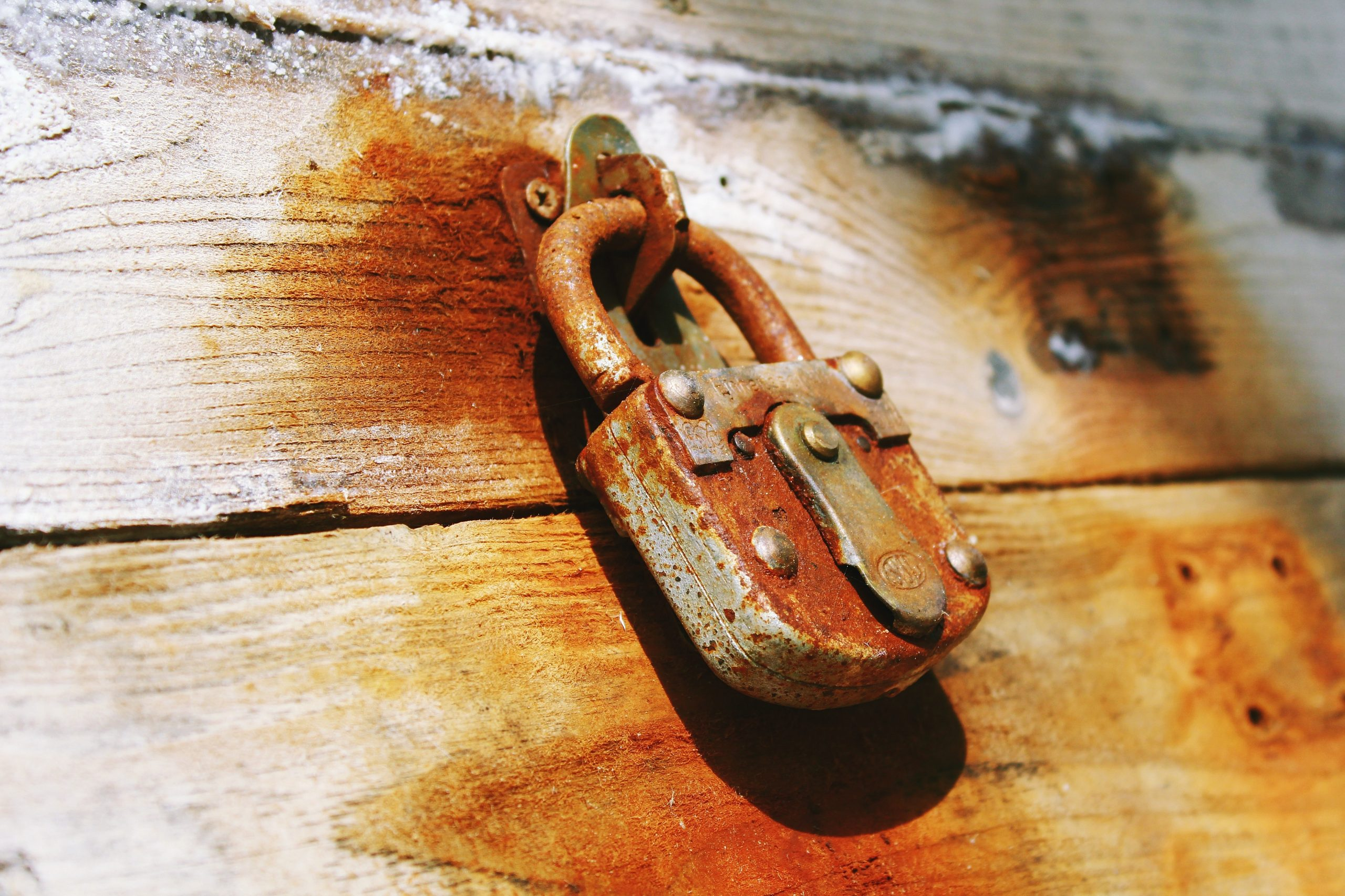 Revestimientos metálicos resistentes a la corrosión